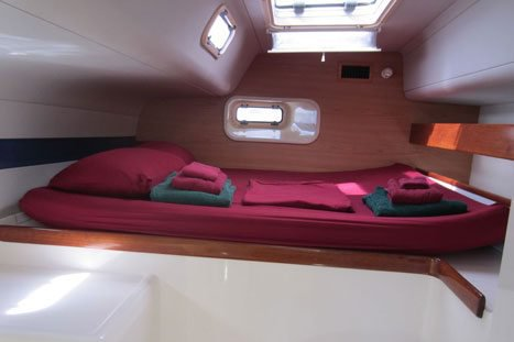 This 46.0' Leopard cand take up to 8 passengers around True Blue