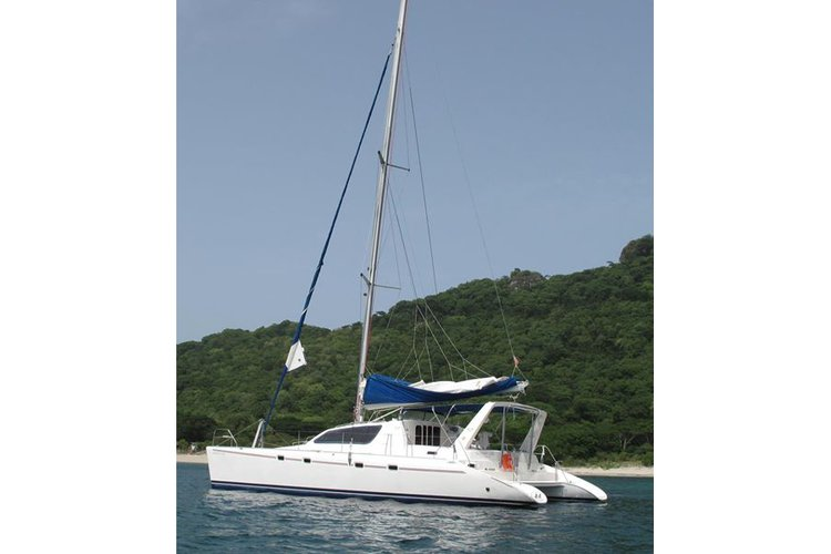 Sail the beaches of Grenada aboard this superb Leopard 47.
