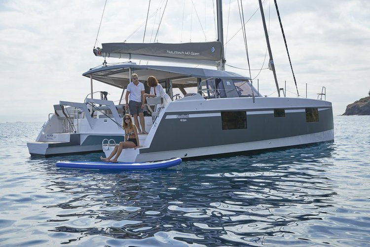 This 39.0' Nautitech cand take up to 9 passengers around Nanny Cay
