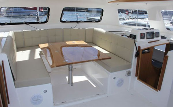 This 35.0' Seawind cand take up to 10 passengers around Marina Del Rey