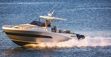 Live the life you dream for in New York aboard Azimut 40