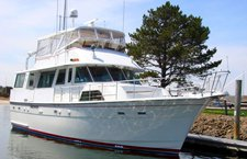 Have fun in New York aboard 60′ Hatteras
