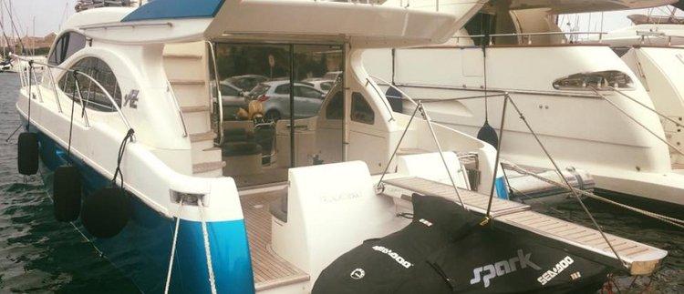Azimut boat for rent in St Julian's