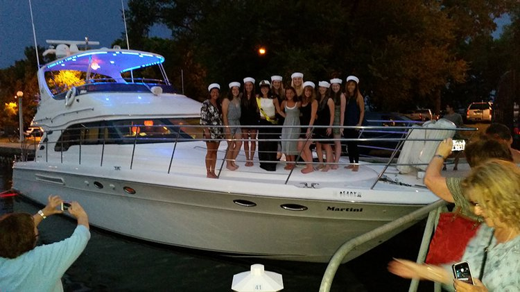 Motor yacht boat for rent in Chicago