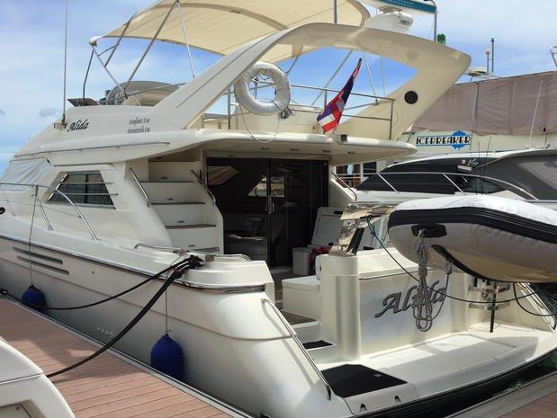 Motor yacht boat rental in Comino, Malta