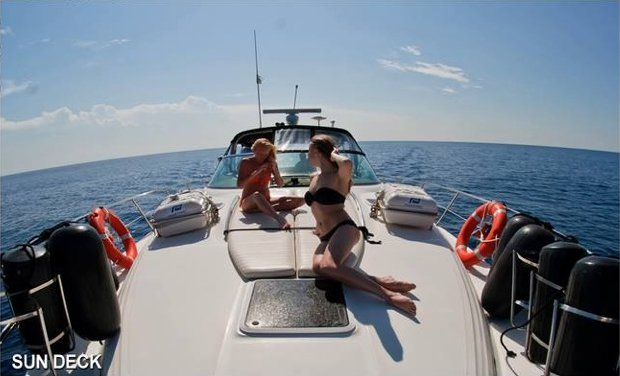 Up to 15 persons can enjoy a ride on this Sea Ray boat