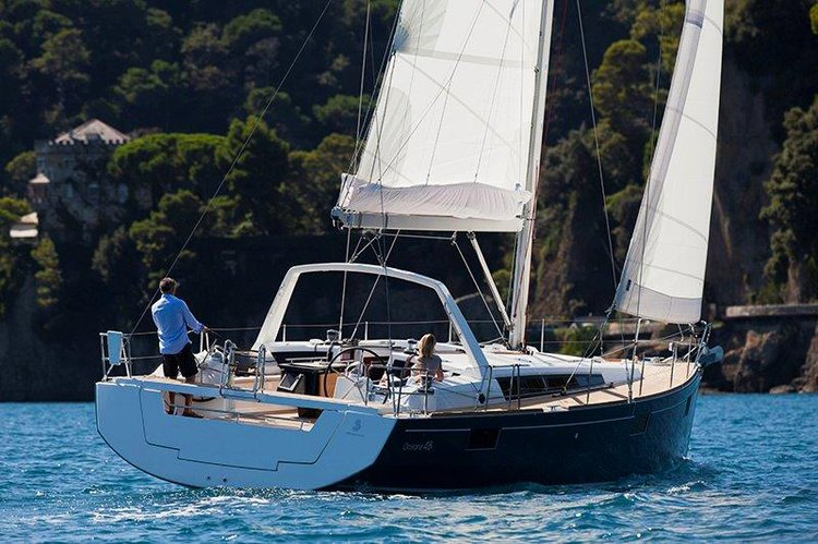 Discover Gzira surroundings on this Oceanis 48 Beneteau boat