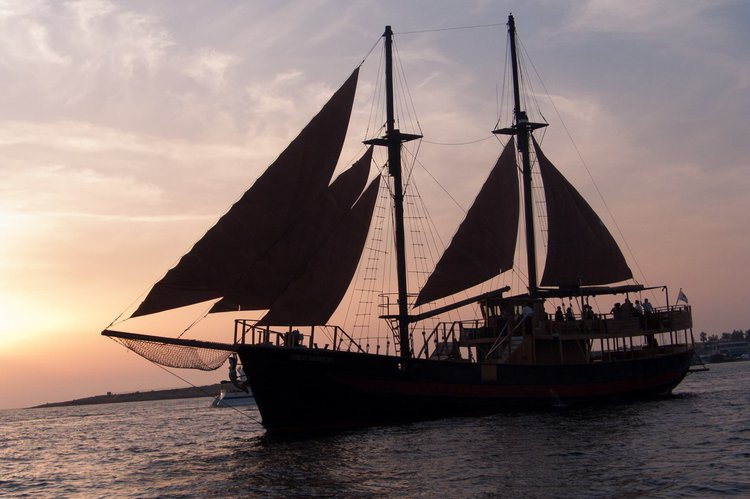Up to 150 persons can enjoy a ride on this Classic boat