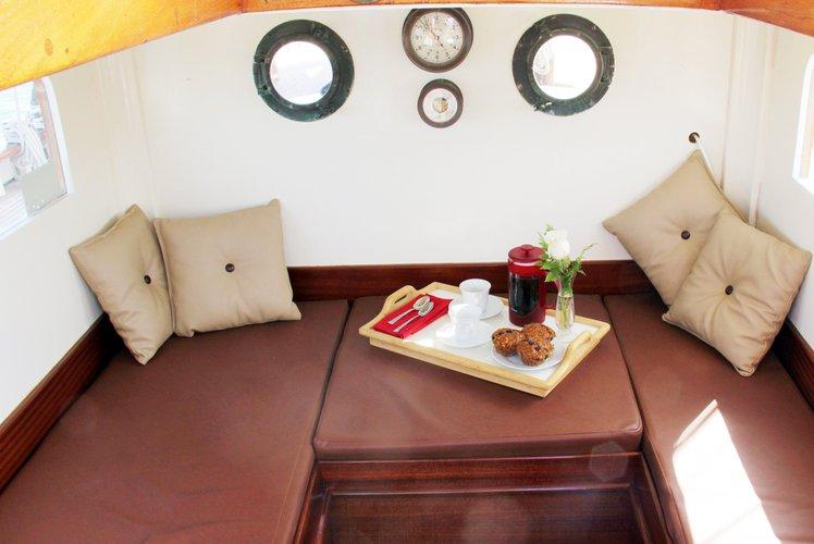 Classic boat rental in Salem Landing Marina, MA