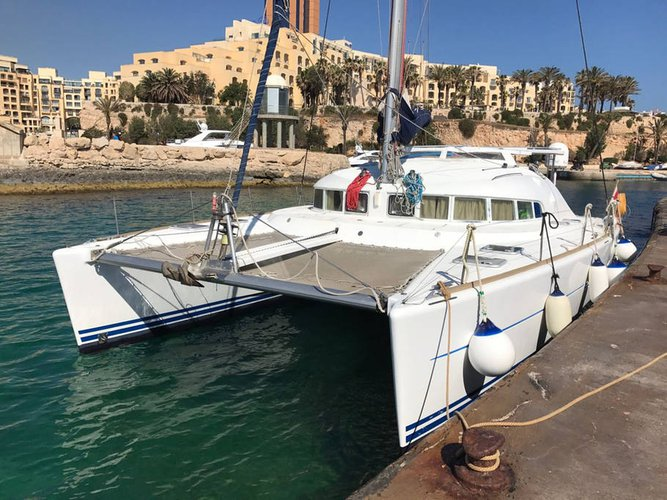 Boat rental in Comino,