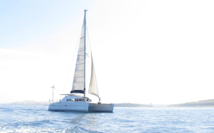Discover St Paul'S Bay surroundings on this 410 Lagoon boat