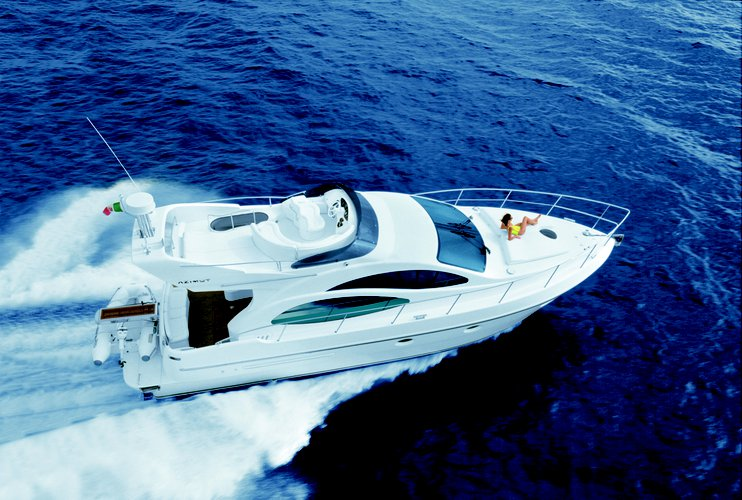 42.0 feet Azimut in great shape