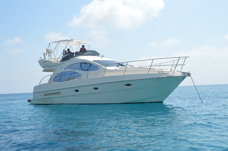 Up to 11 persons can enjoy a ride on this Azimut boat