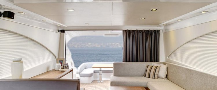 This 49.0' Beneteau cand take up to 6 passengers around St Julian's