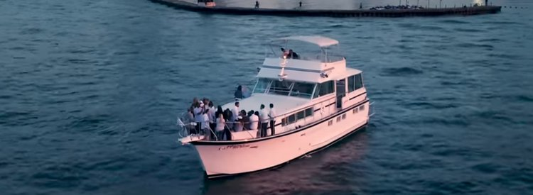 Have fun on water aboard 68' luxurious motor yacht in Chicago, Illinois
