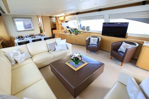 This 82.0' Ferretti cand take up to 15 passengers around Pelham Manor