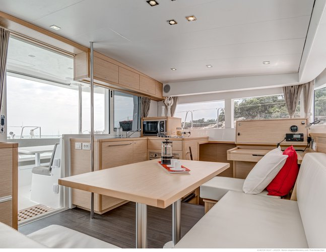 Discover Miami surroundings on this 40 Lagoon boat