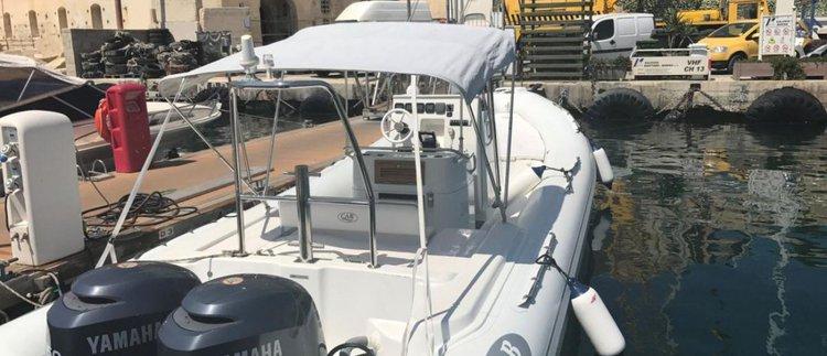 Nautica Cab 870: Great option to explore Malta