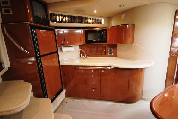 Discover Marina Del Rey surroundings on this Sundancer Sea Ray boat