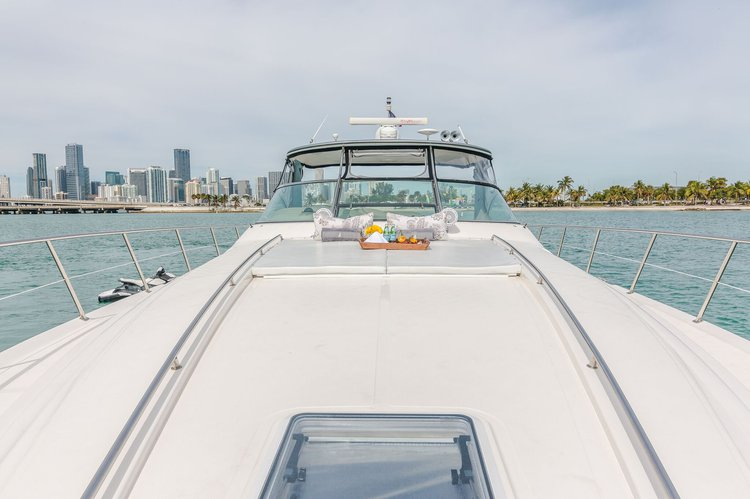 This 57.8' Sea Ray cand take up to 12 passengers around North Bay Village