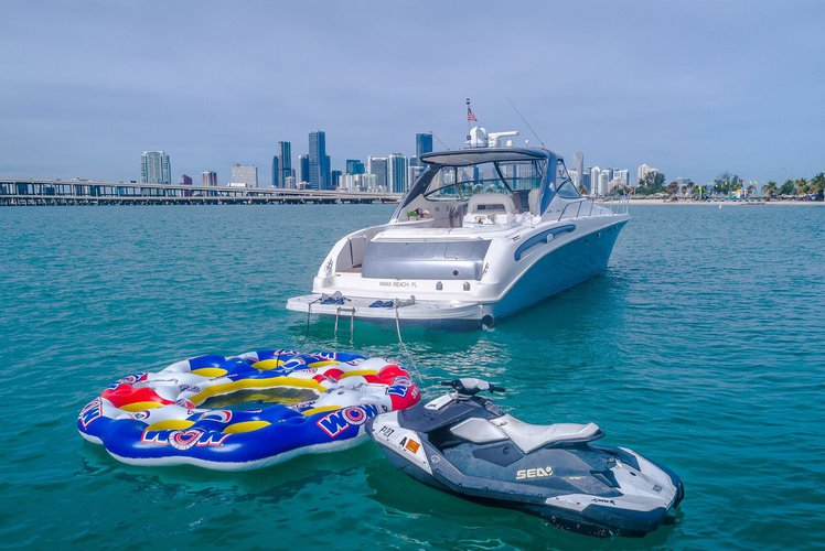Chris Craft Yacht 1029 Luxury Motor Boat Rental Miami, FL
