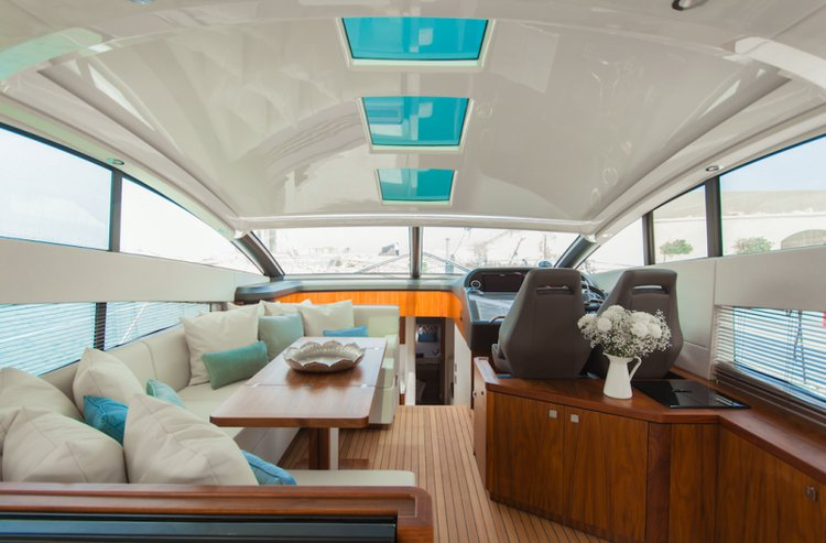 This 59.84' Sunseeker cand take up to 10 passengers around St Julian's