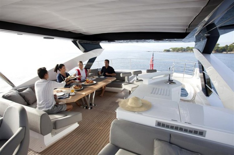 Up to 20 persons can enjoy a ride on this Sunseeker boat