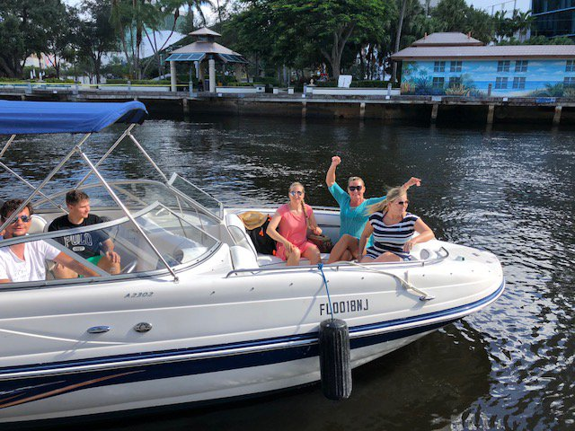 Bow rider boat rental in Fort Lauderdale, FL