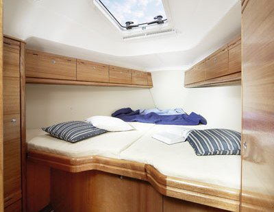 Discover Dubrovnik surroundings on this Cruiser 34 Bavaria boat