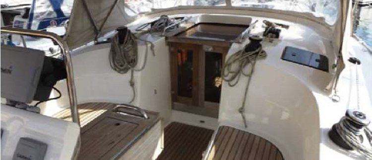 Discover St Julian's surroundings on this 36 Cruiser Bavaria boat