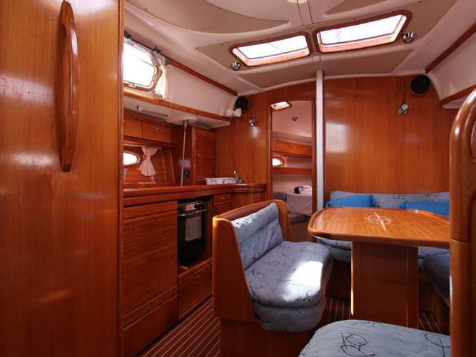 This 39.0' Bavaria cand take up to 6 passengers around St. George'S