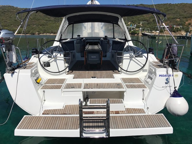 This 45.0' Beneteau cand take up to 10 passengers around St. George'S