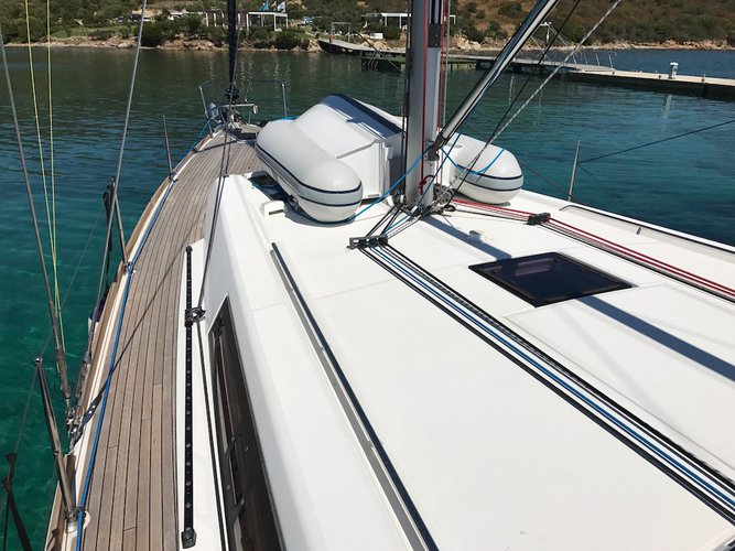 Discover St. George'S surroundings on this Oceanis 45 Beneteau boat