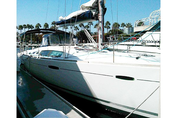 This 46.0' Beneteau cand take up to 6 passengers around Long Beach