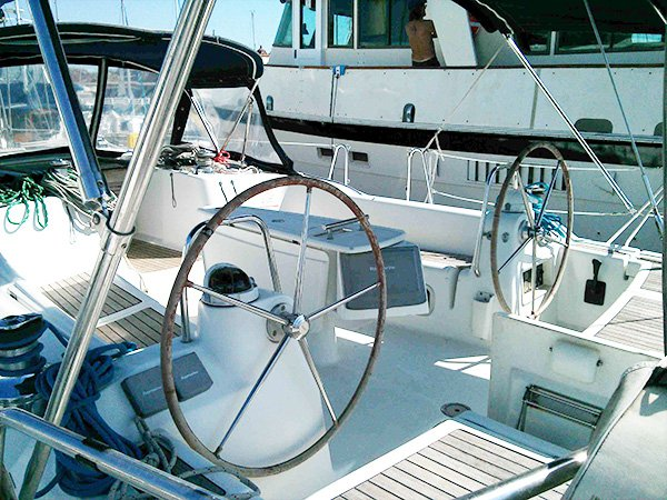 Discover Long Beach surroundings on this 46 Beneteau boat