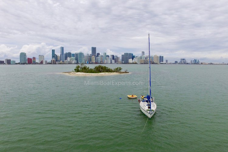 Canadian Sailcraft's 30.0 feet in Key Biscayne