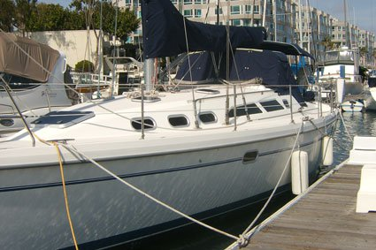 Have fun with your loved ones in California aboard this Catalina 390