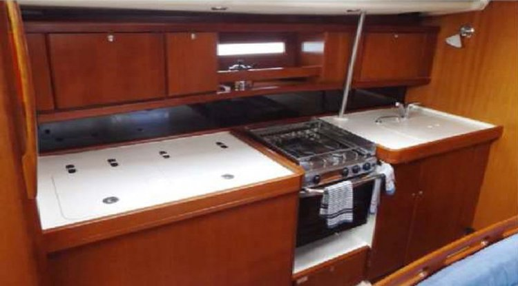 Discover St Julian's surroundings on this 455 Grand' Large Dufour boat