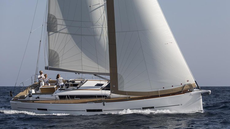 Discover St. George'S surroundings on this 460 GL Adventure Dufour boat