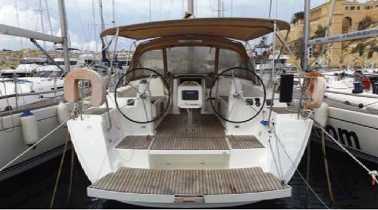 Boat rental in St Julian's,