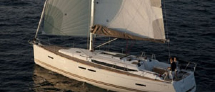 This 43.9' Jeanneau cand take up to 10 passengers around St Julian's