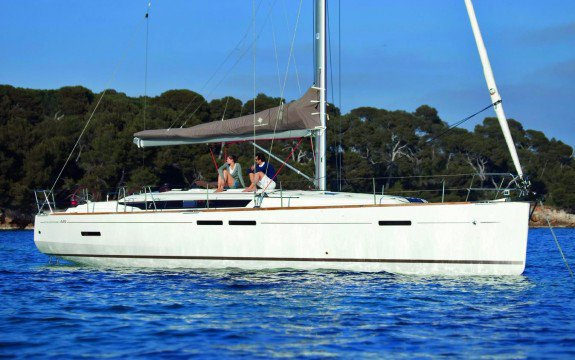 Discover Abaco surroundings on this Sun Odyssey 449 Jeanneau boat