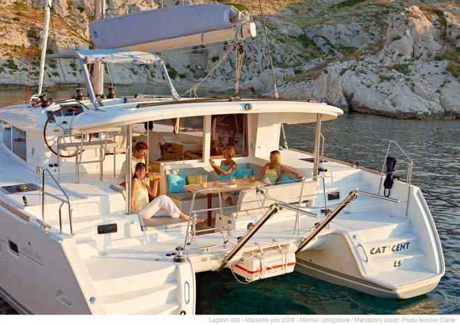 Lagoon boat for rent in Nassau