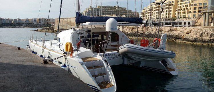 Lagoon boat for rent in St Julian's