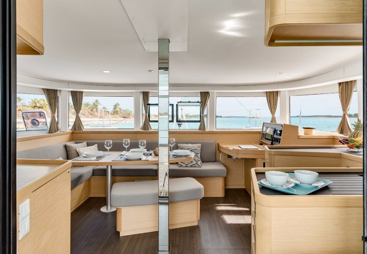 Discover Nassau surroundings on this 42 Lagoon boat