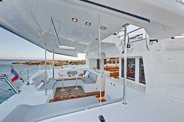 Discover Fajardo surroundings on this 450 Lagoon boat