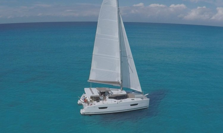 This 40.0' Lucia cand take up to 8 passengers around Abaco