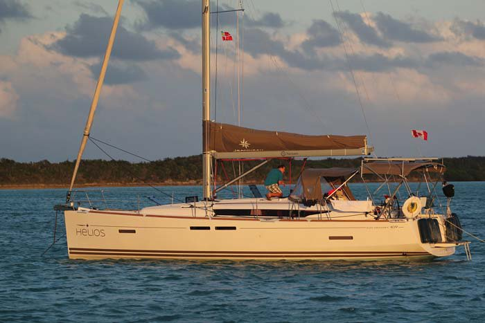 Discover Nassau surroundings on this 409 Sun Odyssey boat