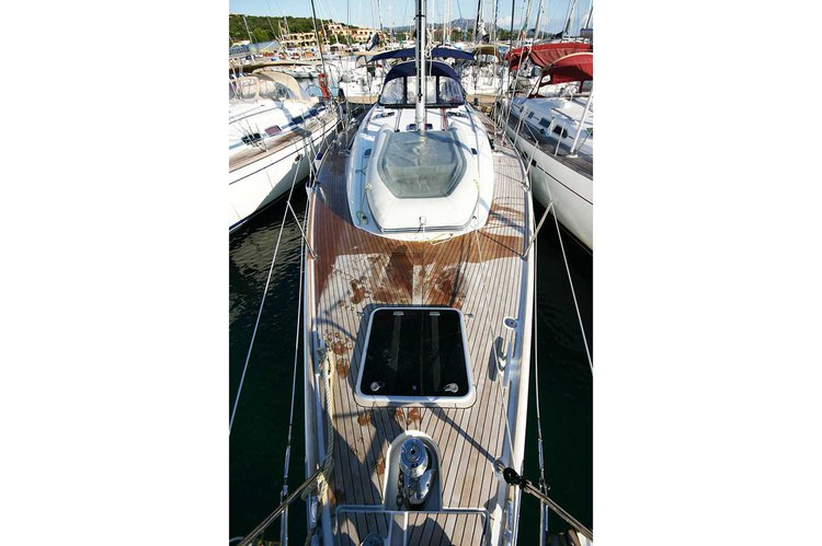 This 49.0' Sun Odyssey cand take up to 10 passengers around St. George'S