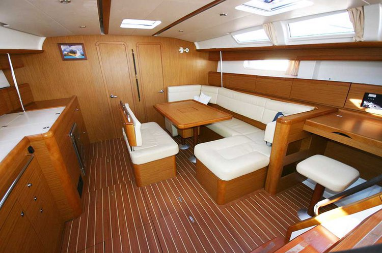 Discover St. George'S surroundings on this 49i Sun Odyssey boat